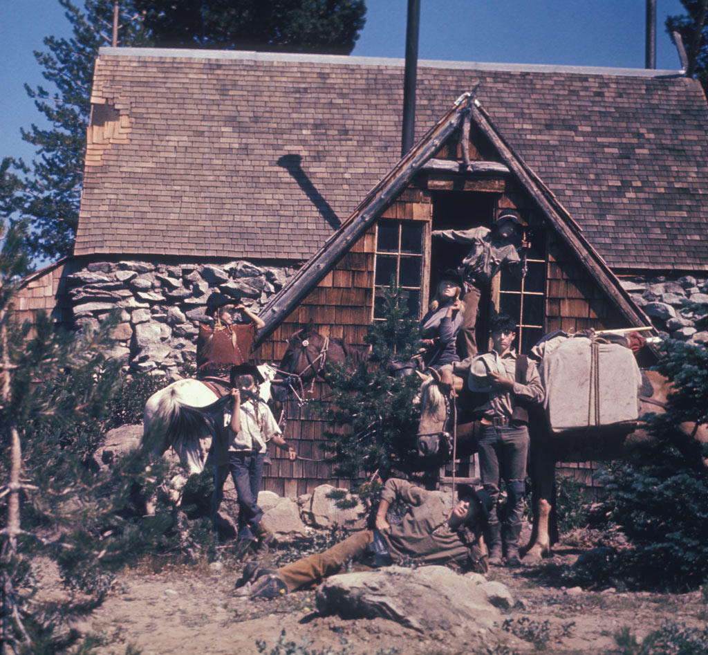 Vintage-Pacific-Crest-Trail-outdoor-Murray-family-horseback-ride-6