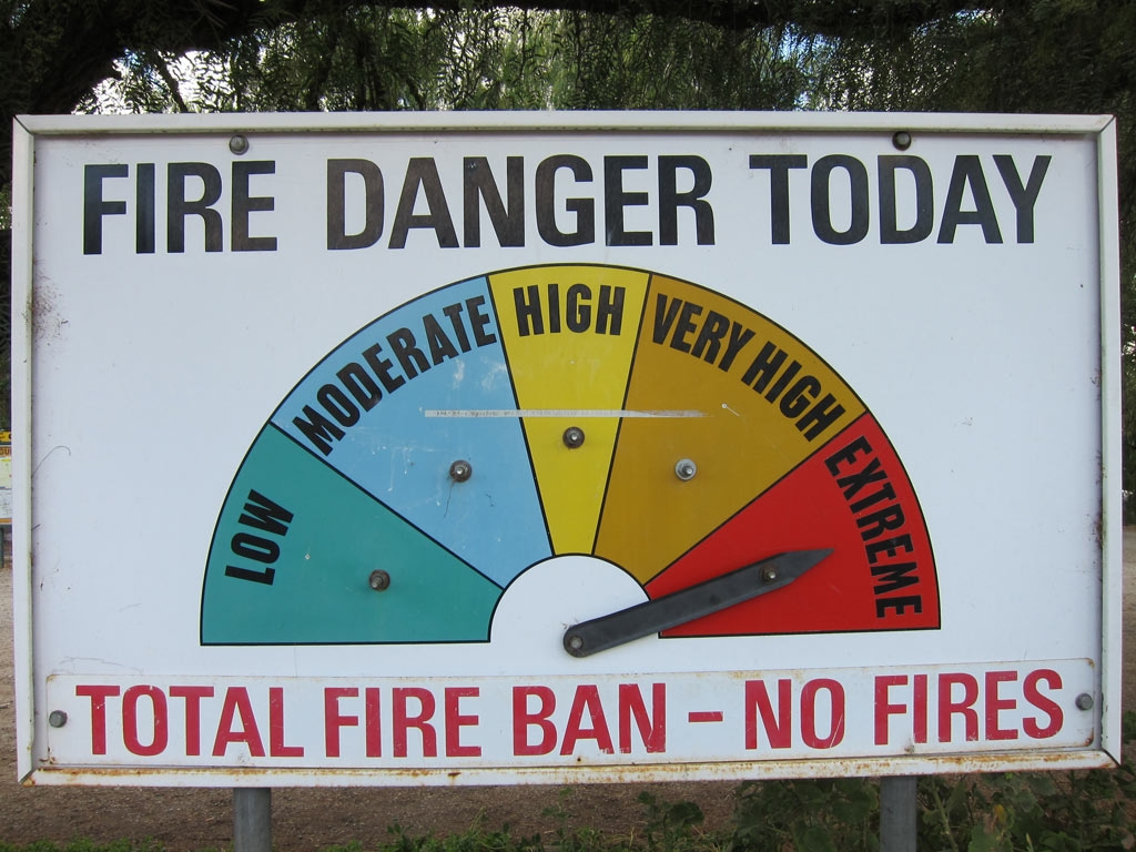 A sign showing you the Fire Danger Level. It's a quick snapshot for motorists. Photo by Helen K (CC BY-NC-ND 2.0)